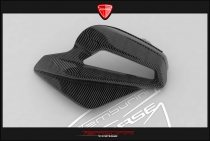B4 Right panel for airbox in carbon fiber (in natural state)